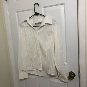 5/$45 Croft and Barrow Size Medium Sparkle Blouse